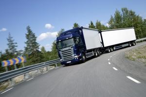 camion carga por carretera gps